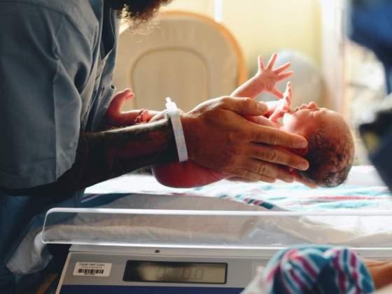 Cuidados com o bebé no Covid-19