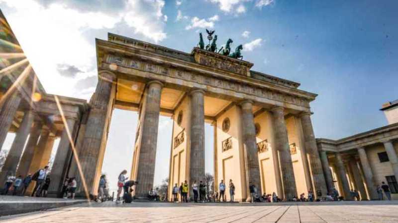 كم يبلغ عدد سكان ألمانيا