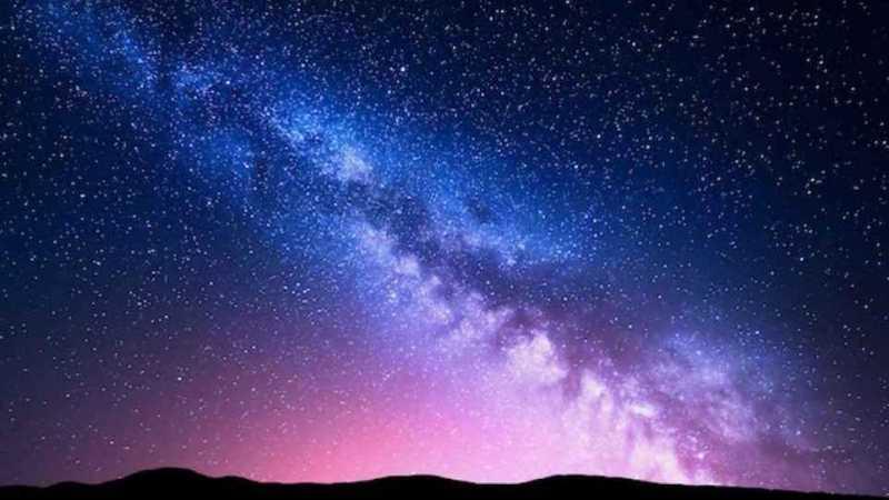 كيف تميز بين النجوم والكواكب في سماء الليل