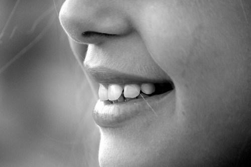 アゴ噛み合わせと肩こり|顎関節症と肩こり