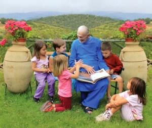 swami-kriyananda-with-children