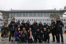 di depan kantor provinsi gyusang