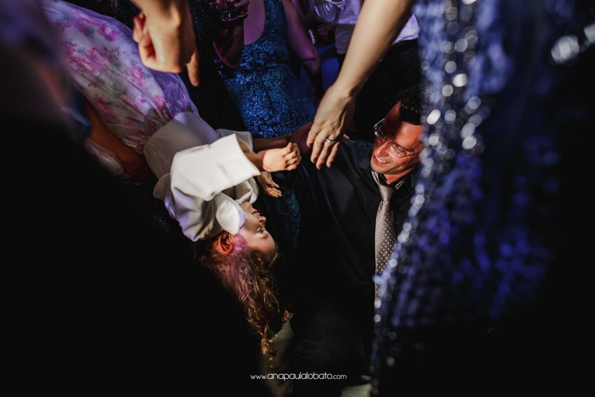 incredible destination wedding photographer gets impressive moment
