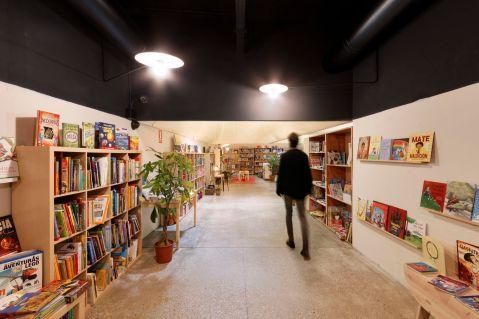 FLU-OR-.-librería-Moito-Conto-.-A-Coruña-9