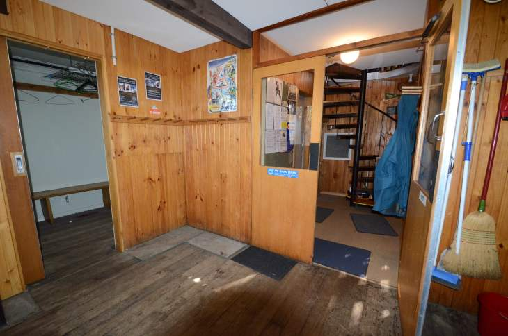 ANARE Ski Club - Downstairs entry porch (wet area for leaving skis and boots) Drying room on left