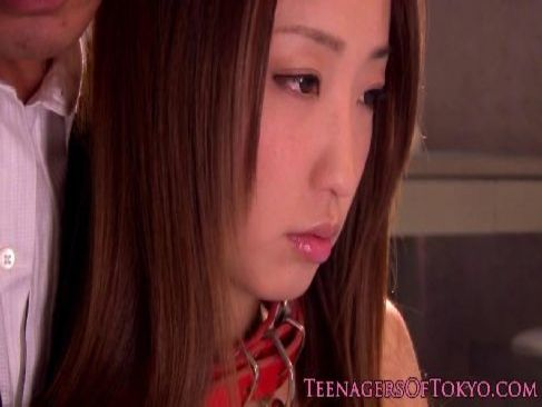 アダルトビデオ女優の杏樹紗奈が変態男達に拡張済みのアナルを弄られ悶える肛門動画無料