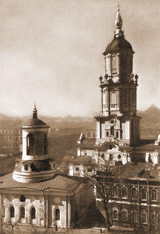 Меншикова башня и церковь Федора Стратилата, фото советского времени