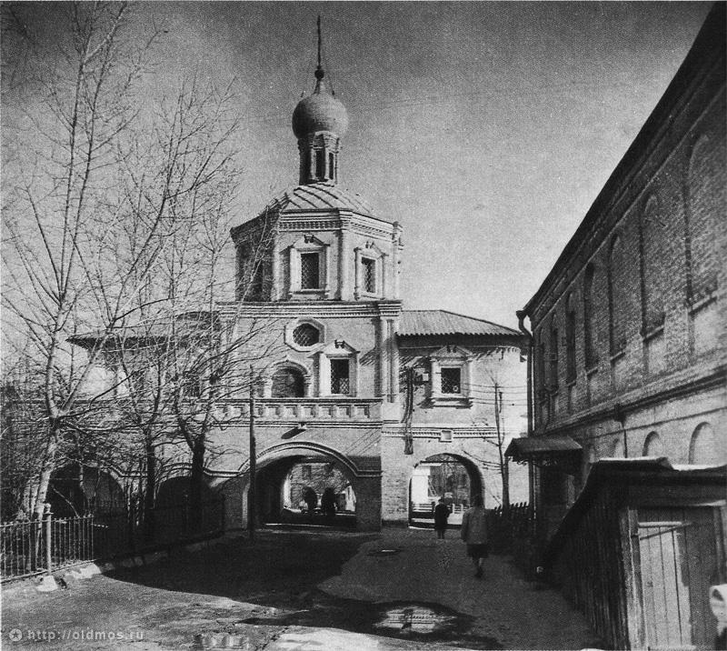 Зачаьевский монастырь, надвратная церковь после реставрации 1960-х годов