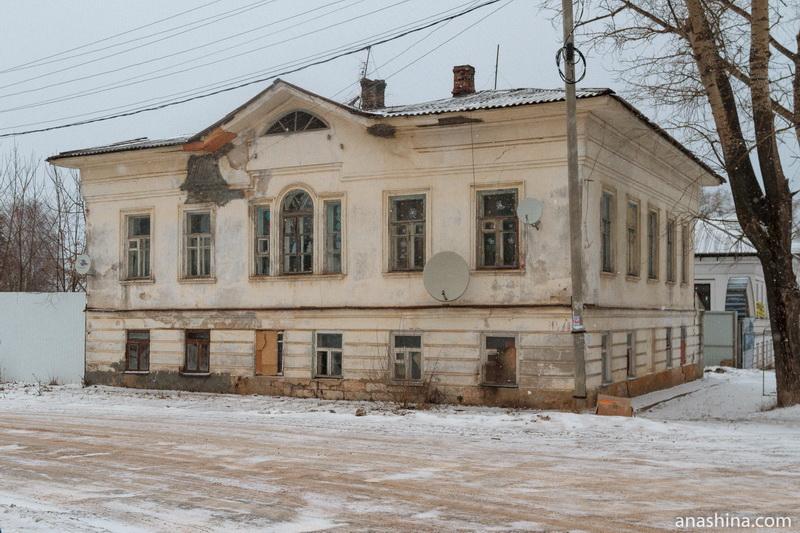 Здание бывшей женской гимназии, Калязин