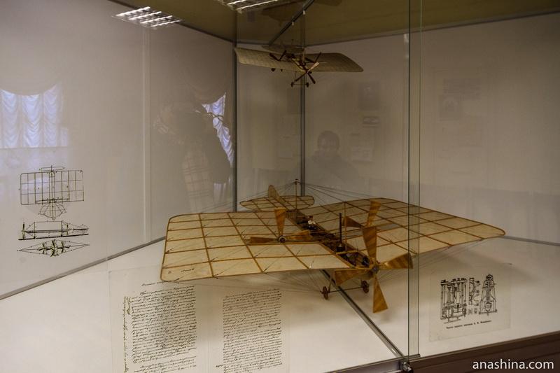 Модель самолета Можайского