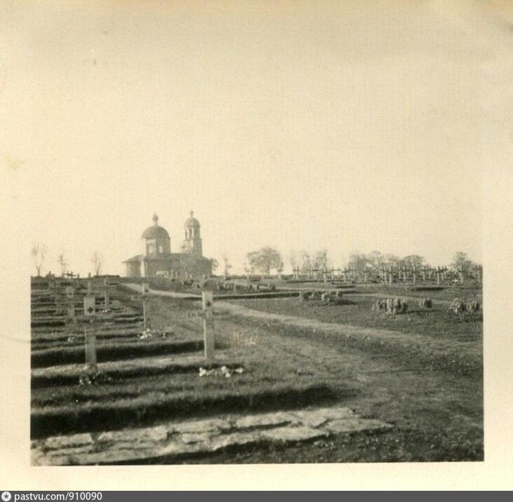 Немецкое военное кладбище и Успенская церковь в Коростыни