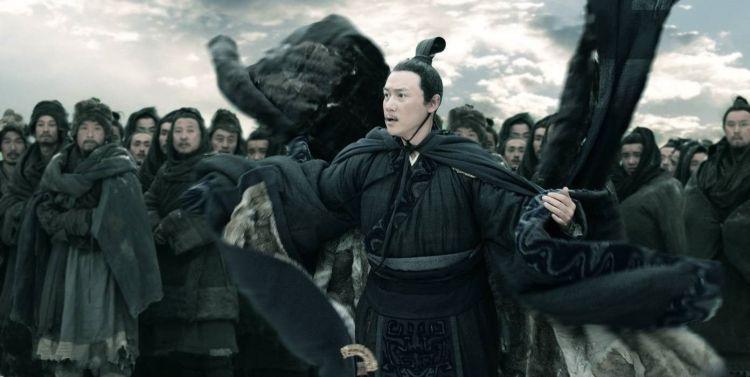 """""""Благородный муж, умирая, головной убор не снимает"""". Кадр из фильма """"Конфуций"""", 2009 год"""