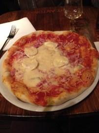 Mais uma pizza, no mesmo padrão da de Londres, só que essa foi em Paris, indicação do nosso amigo lá!
