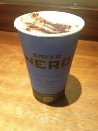 Muitos cappuccinos gigantes no Caffé Nero!
