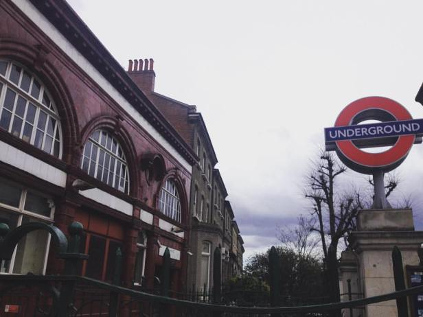 """Bellsize Park, uma das estações que aparecem no clipe """"Paradise"""" do Coldplay!"""