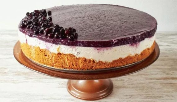 Vegan Bo-Bake Blueberry Cheesecake (Keto Friendly, Low carb). 9 Easy Keto Dessert Recipes – keep your Ketogenic Diet guilt-free and indulge your sweet tooth self! These healthy Keto Desserts are quick to cook, some are no-bake, but all are low carb and will never break your ketosis.