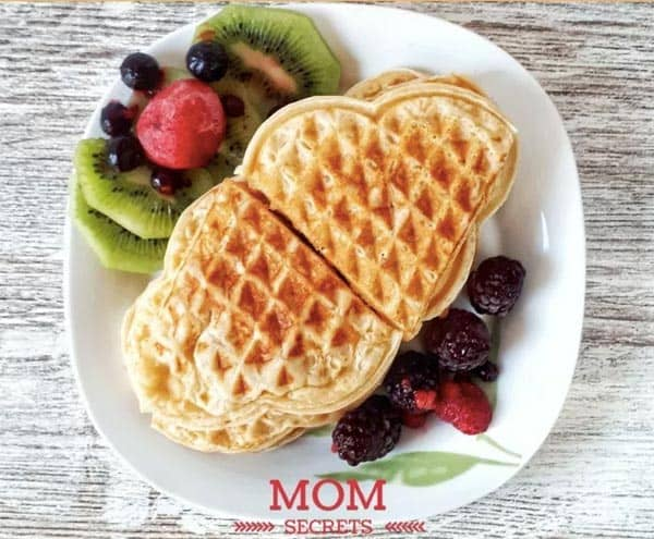 Keto Waffles - 9 Easy Keto Dessert Recipes – keep your Ketogenic Diet guilt-free and indulge your sweet tooth self! These healthy Keto Desserts are quick to cook, some are no-bake, but all are low carb and will never break your ketosis. Keto Fat Bombs. Keto Diet, Keto recipes.