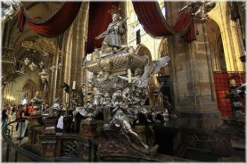 Beautiful-Scluptures-Inside-The-St.-Vitus-Cathedral