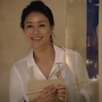 井川遥のセミロングの髪型でハイボールの美味しさが倍増?白いシャツも「ハイカラ」です!