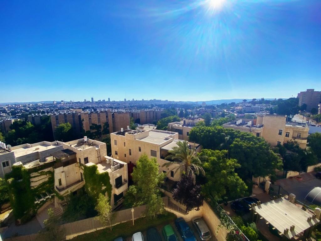 La vue de Jérusalem à partir de la fenêtre de ma chambre à coucher. French Hill, Mont Scopus.