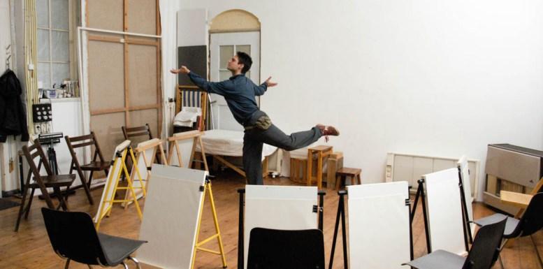 Ilija bereid zich voor op maiden party in mijn oude atelier
