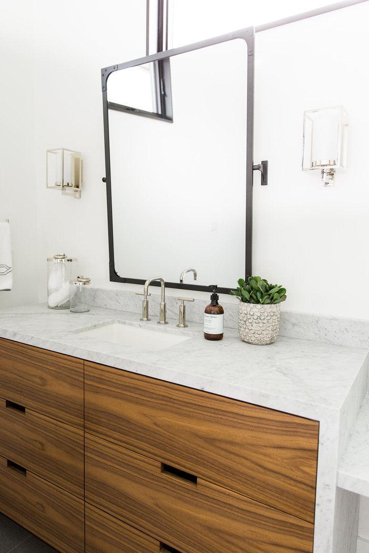 Baño de estilo industrial Chic en blanco y madera