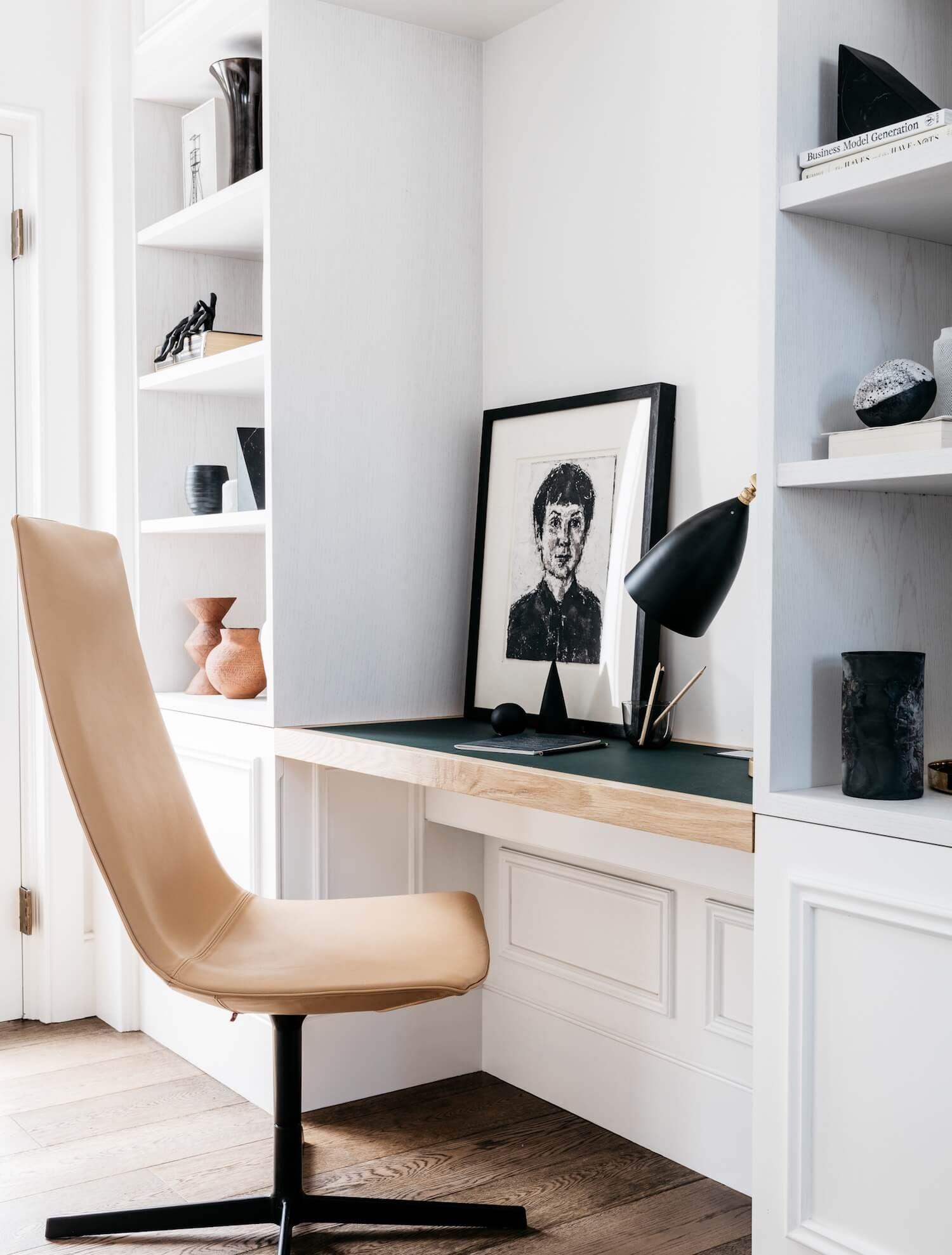 Espacio de zona de trabajo en casa de elegante estilo francés minimalista