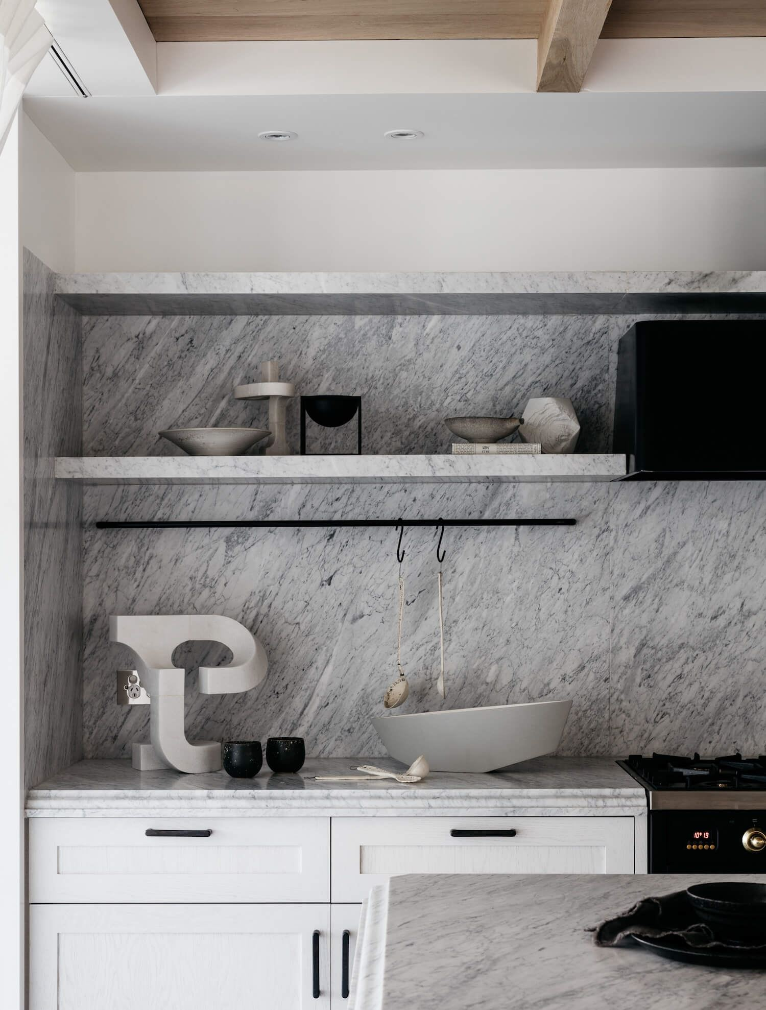 Diseño de interiores de cocina decorada al estilo francés elegante minimalista