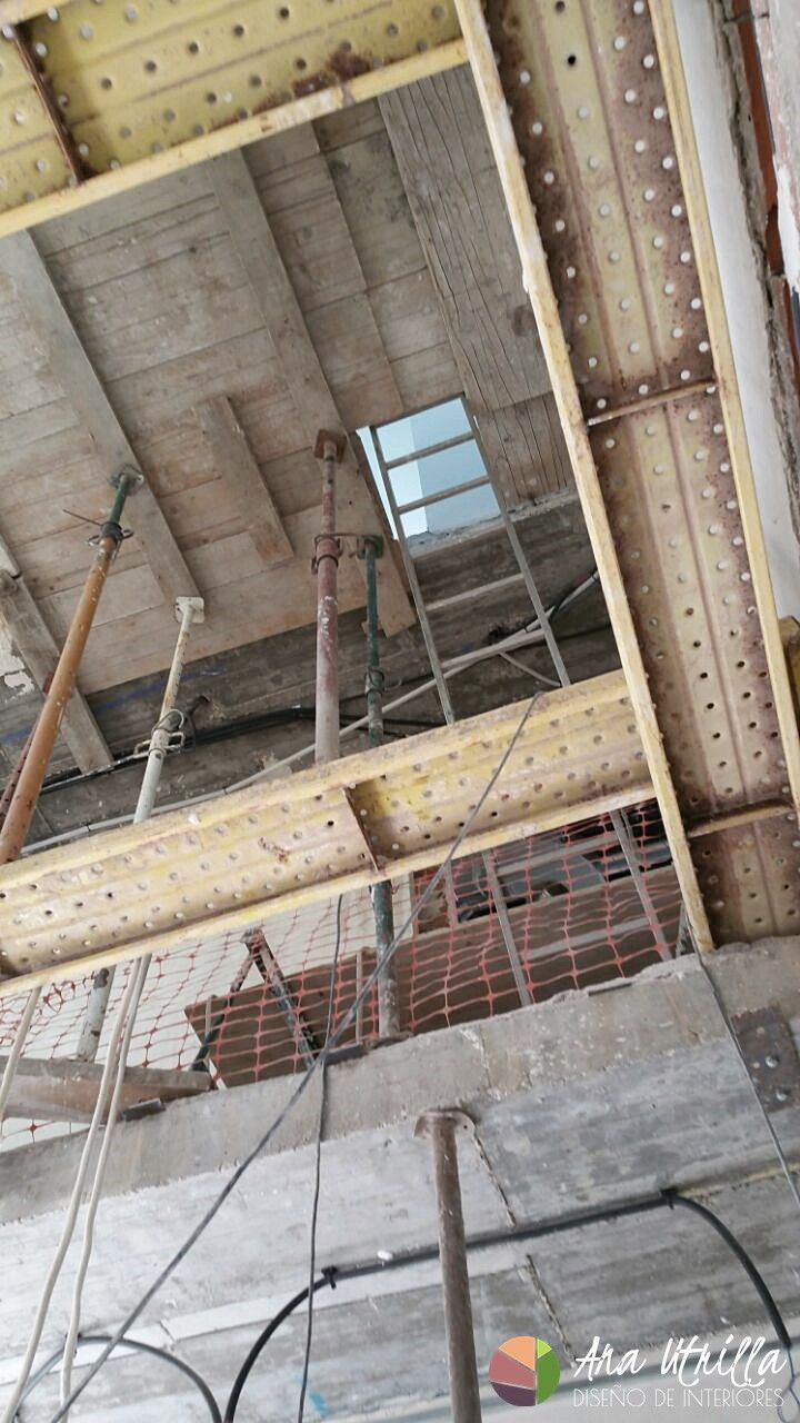 Foto de obra, andamios para la instalación y reforma de casa