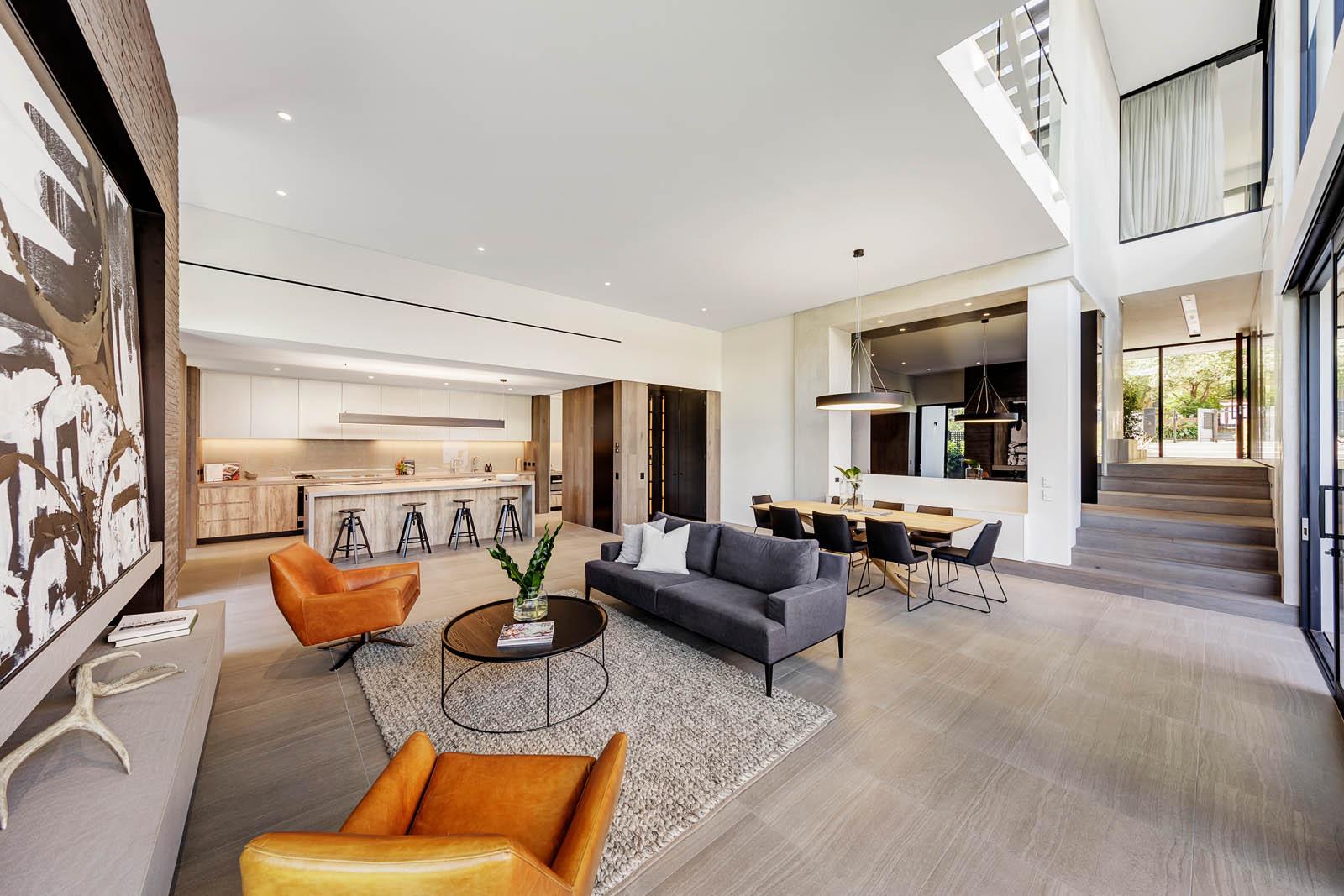 Decoración de interiores acogedora cálida y sofisticada en una casa de Melburne