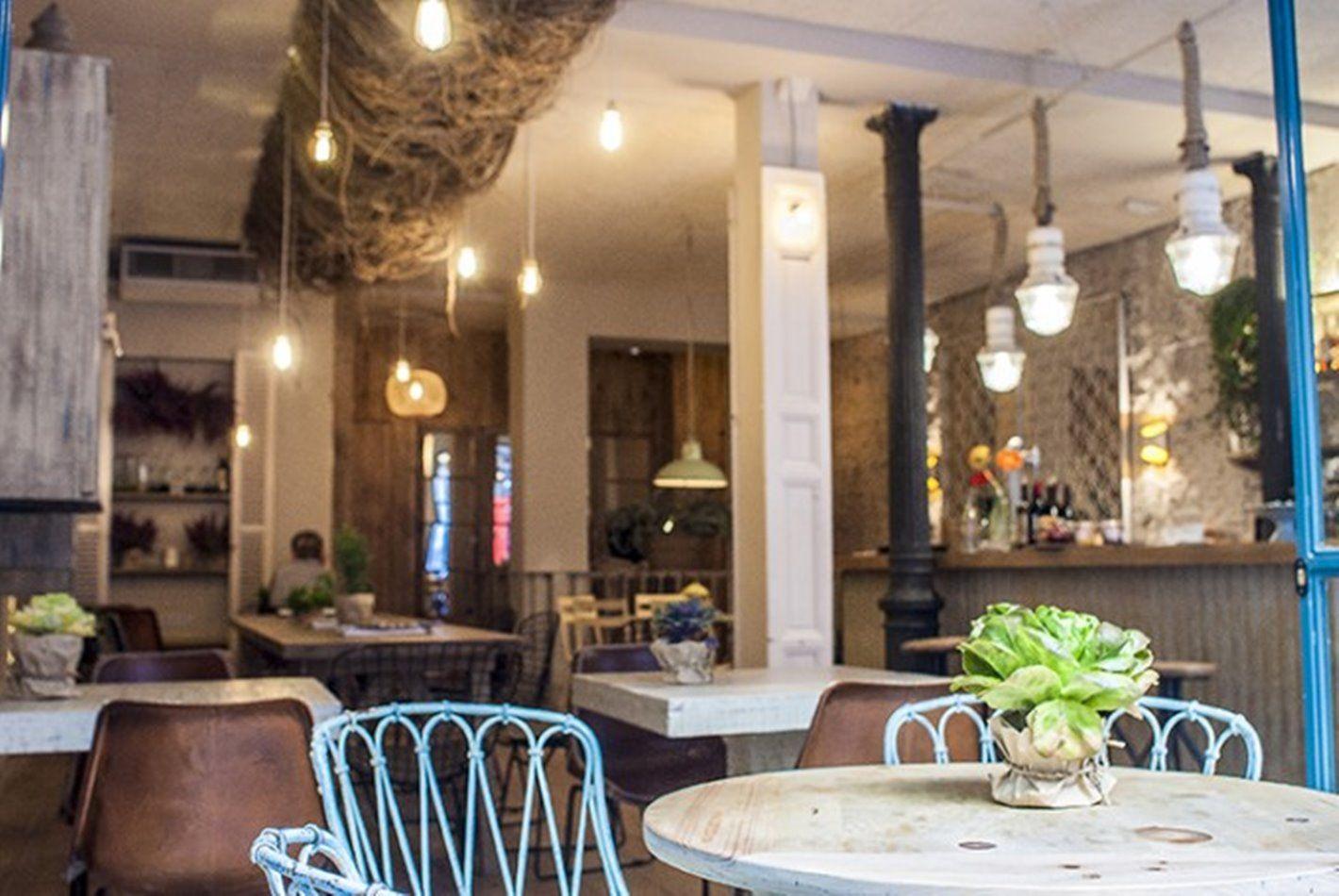 Interior del restaurante MariCastaña de estilo Vintage