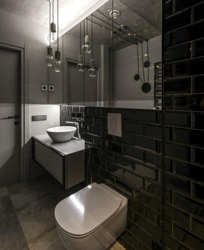 Baño de estilo industrial en blanco y negro de reducido apartamento de 46m2