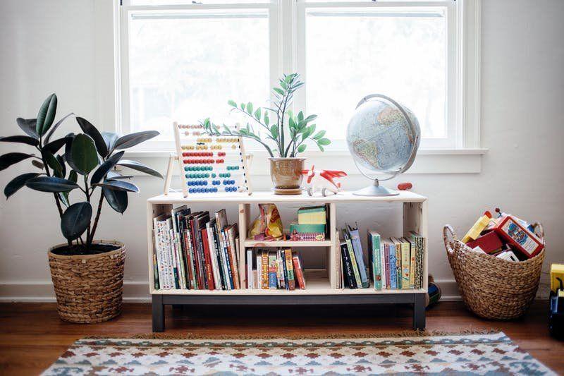 Decoración de interiores de habitación infantil de estilo nórdico vintage con el método Montessori