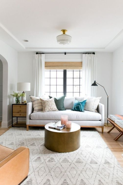 Salón cálido y acogedor de tonos naturales de estilo farmhouse por McGee, decoración al detalle, cálida @Utrillanais
