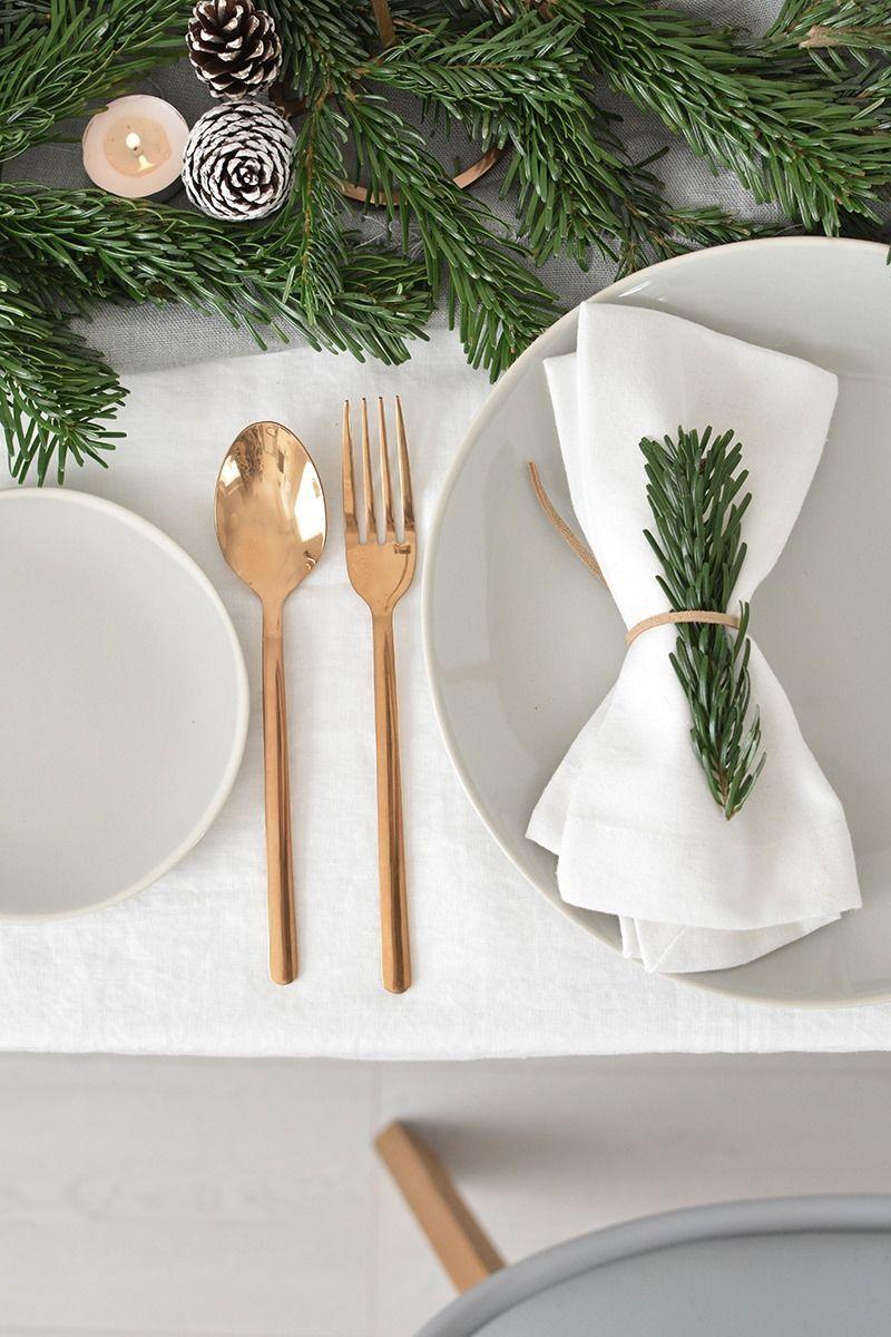 Decoración de mesas de Navidad de estilo Nórdico en tonos neutros @Utrillanais
