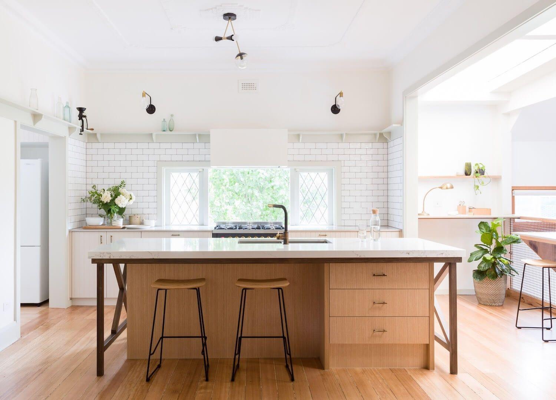 Cocina con isla de estilo Farmhouse moderno por el estudio Sisalla en Melbourne @Utrillanais