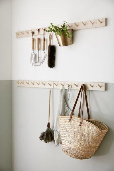 Decoración de interiores estilo shaker escandinavo en tonos naturales y madera
