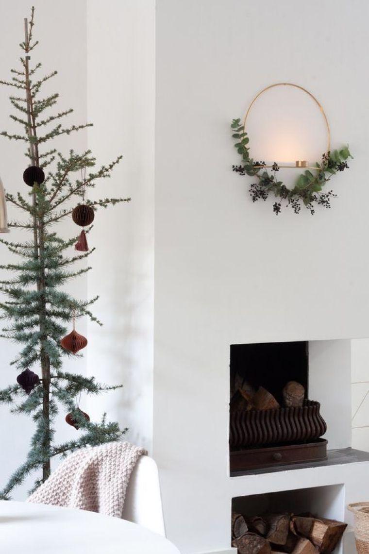 Adorno navideño diy con ramas y velas para la pared de estilo nórdico @Utrillanais
