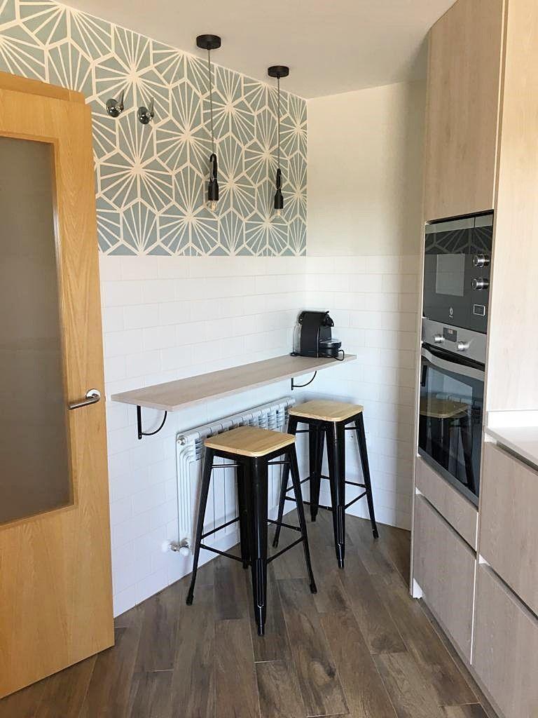 Después de proyecto de diseño e interiorismo en 3D para vivienda en Ciudad Real, la zona de barra para la cocina, estilo kinfolk por Ana Utrilla @Utrillanais
