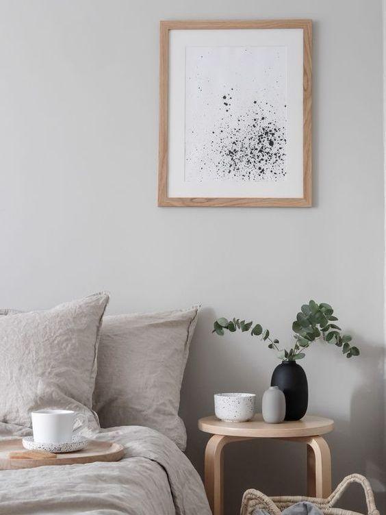 Habitación principal de estilo nórdico minimalista acogedora y luminosa, beneficios de un buen interiorismo de tu hogar para tu salud @Utrillanais