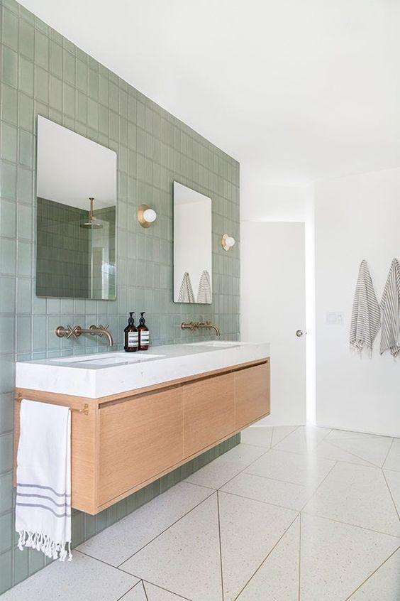 Tendencia en estilos de decoración de interiores Mindfulness, interiores serenos en armonía de tonos neutros y tonos verdes en el baño como un spa @Utrillanais