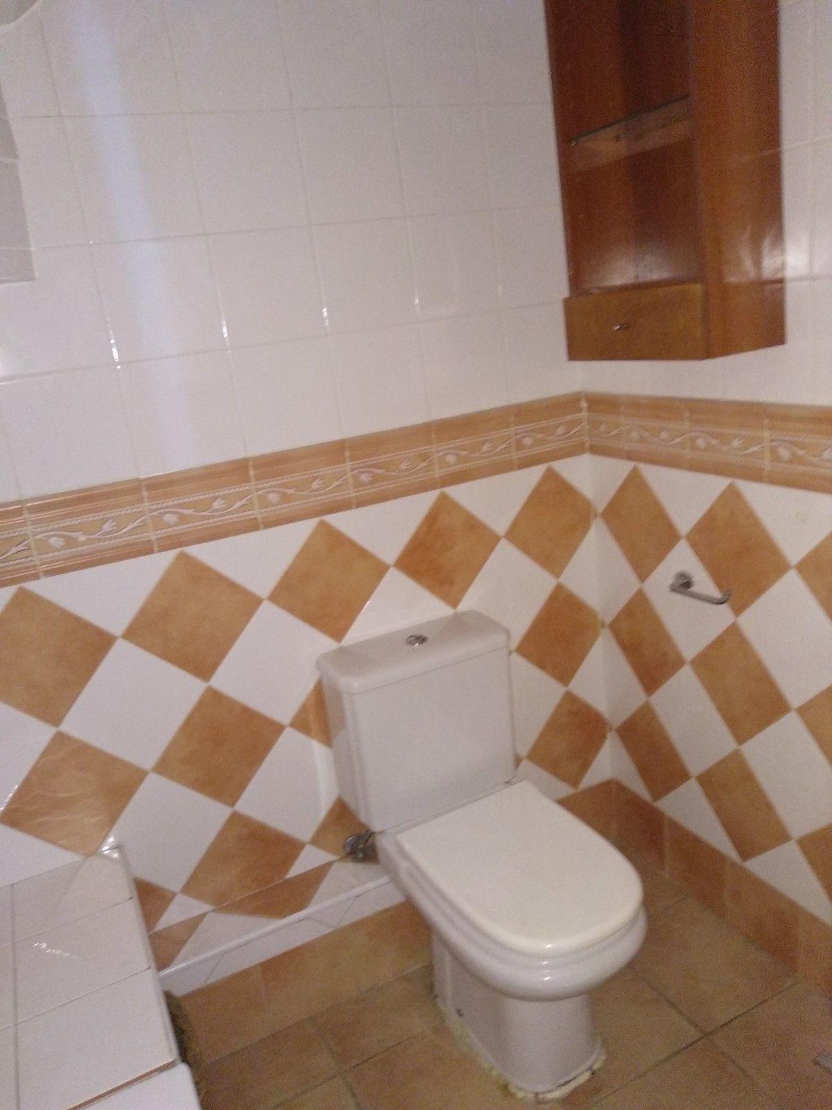 Estado inicial del baño de invitados, antes de proyecto de diseño e interiorismo a medida @Utrillanais