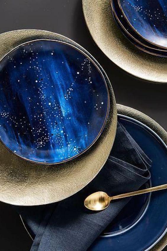 Vajilla constelación de color azul para completar tu mesa con el color pantone 2020, Westelm @Utrillanais