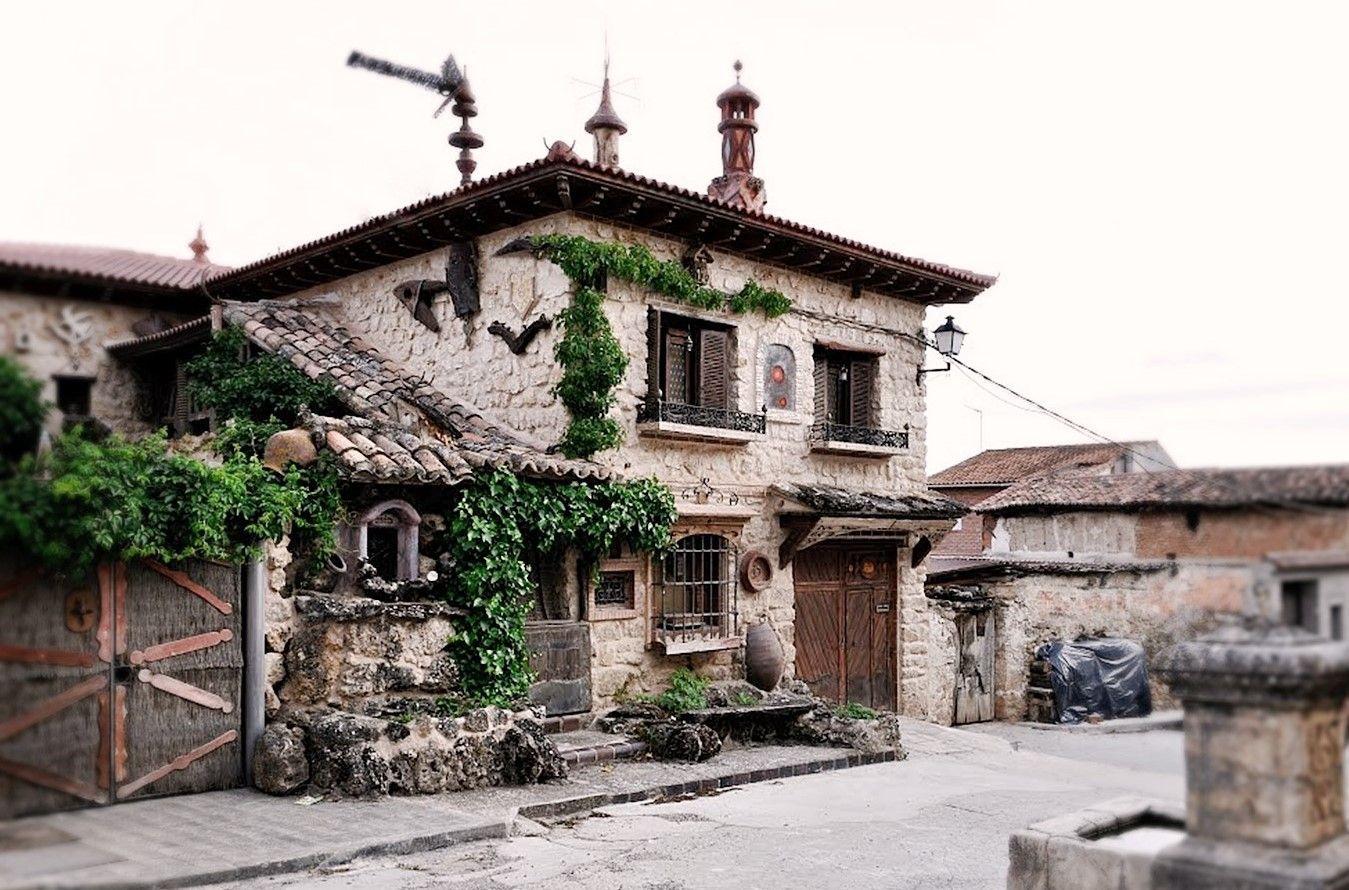 Uma casa genuina y pintoresca en la plaza de Ruguilla, que busca el turista rural #TurismoRural #SlowLife #SlowInteriorDesign #AnaUtrillaInteriorismo @Utrillanais