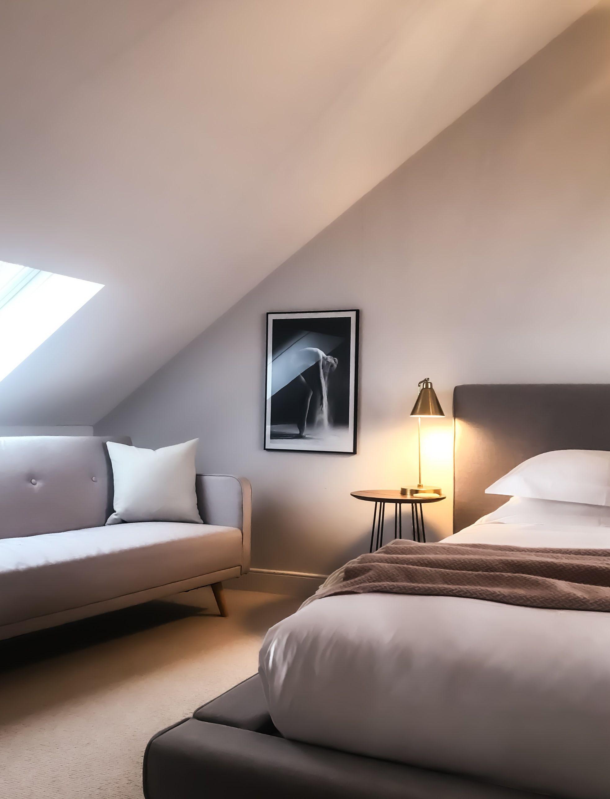 Una cama cómoda, básico para aumentar la experiencia de tus huéspedes de tu alojamiento rural, diseño e interiorismo como estrategia para multiplicar tus reservas online #SlowTravel #TursimoRural #SlowInteriorDesign #Interiorismoonline @Utrillanais