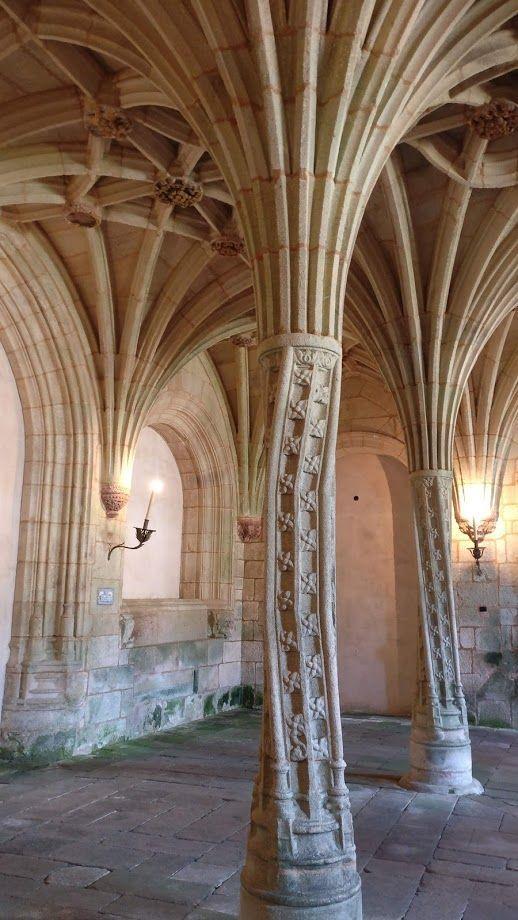 Interior de monasterio cisterciense en Ourense, visita de interés cultural para el viajero rural #TurismoRural #SlowLife #SlowInteriorDesign @Utrillanais