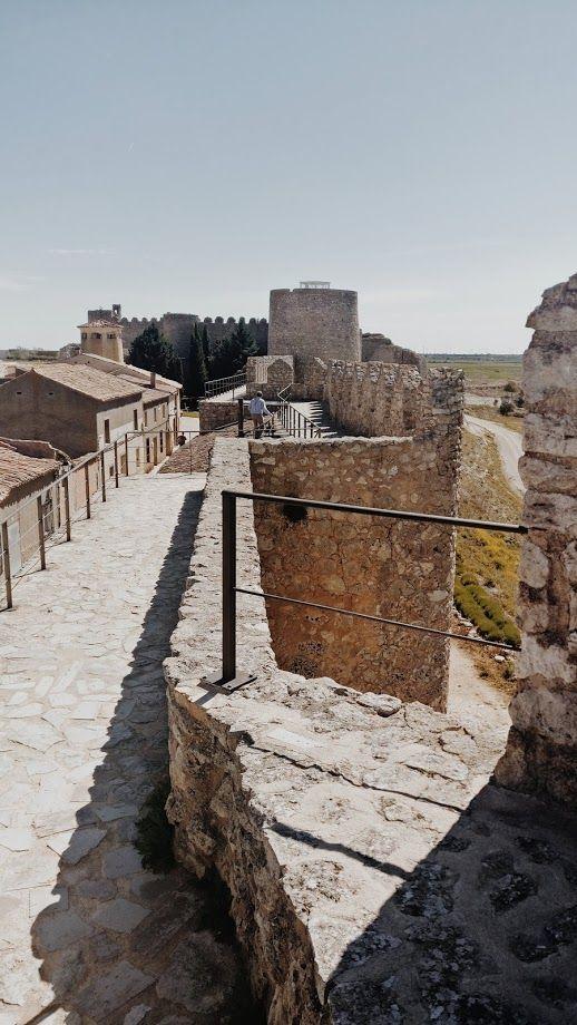 Vista de la muralla de Urueña en Valladolid, visitas de interés cultural para turistas rurales #SlowLife #TurismoRural #SlowInteriorDesign @Utrillanais