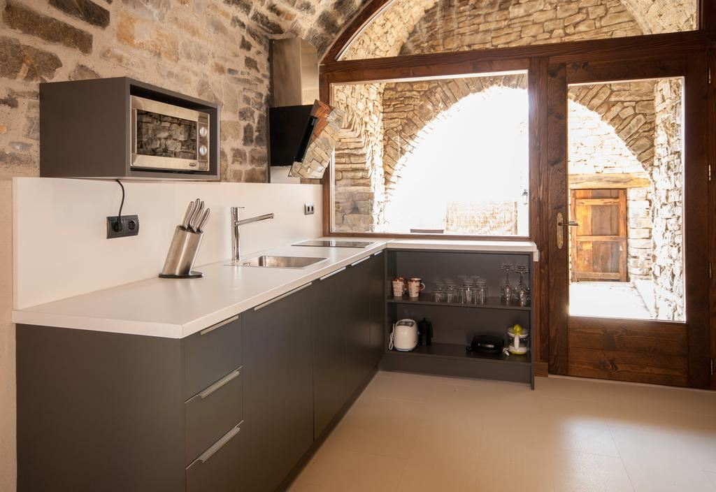 Habitación de estilo nórdico de la casa rural Casa Mur de Aluján @Utrillanais