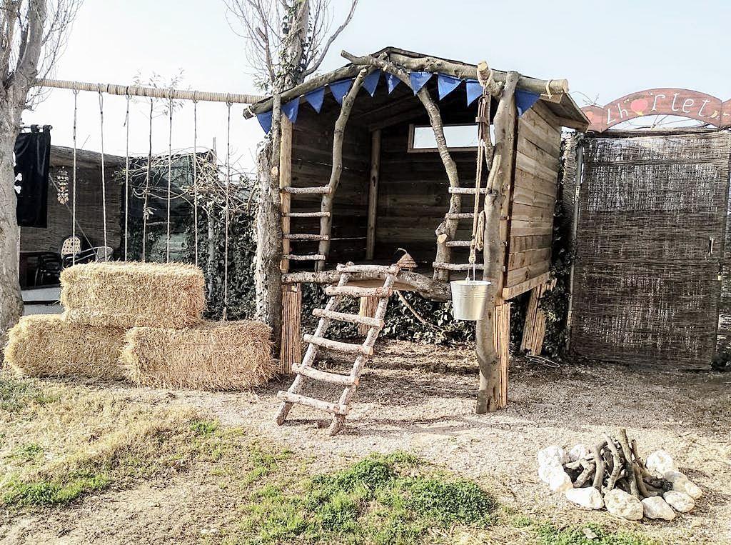 Zona de juego para niños en el jardín de casa rural #interiorismodecasasconencanto #Anautrillainteriorismo @utrillanais