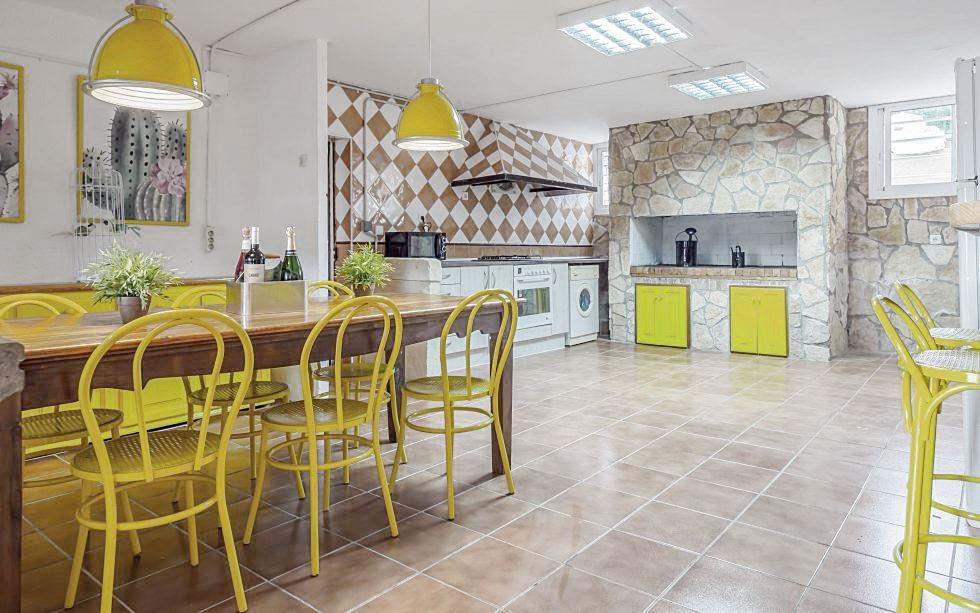 Cocina de estilo rústico industrial y tonos amarillos #AnaUtrillainteriorismo #slowinteriordesign @utrillanais